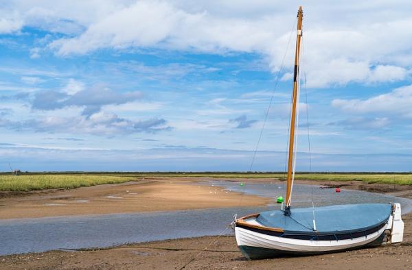 Low tide. by Belleyeteres