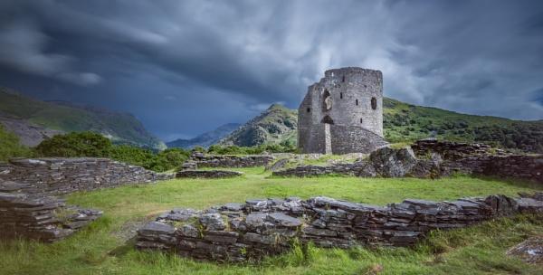 Dolbadarn Castle by falsecast