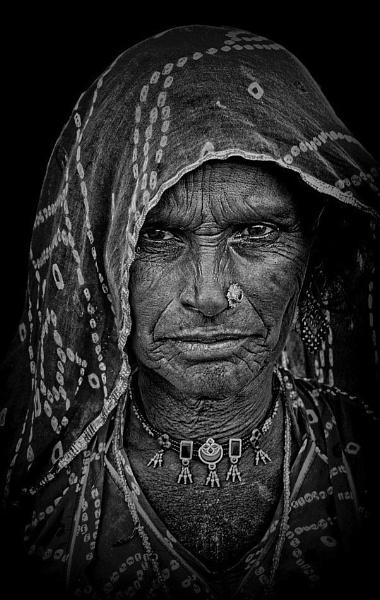 Rajasthani woman by sawsengee