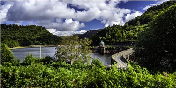 Garreg-Ddu Reservoir by daibev