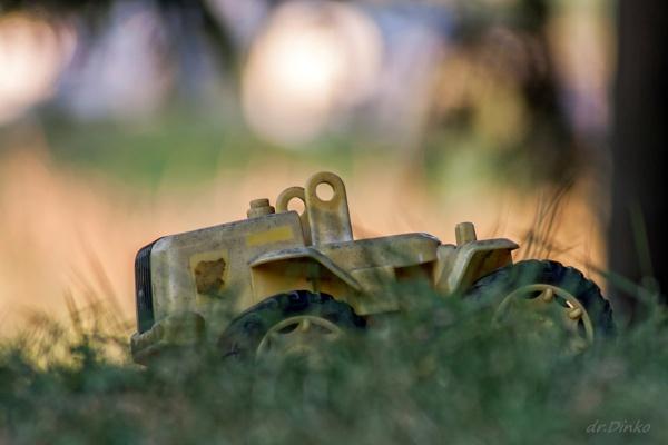 Forgotten Toy :( by drDinko