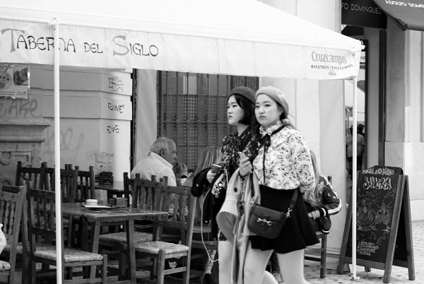 Two tourists, Malaga (Málaga) by tonycullen