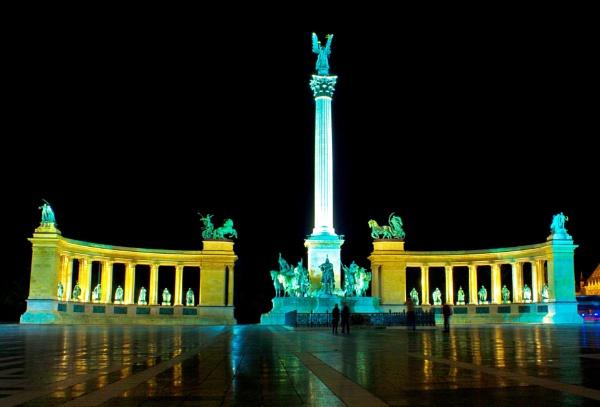 Hosok Tere. Budapest. by harleyxr1200
