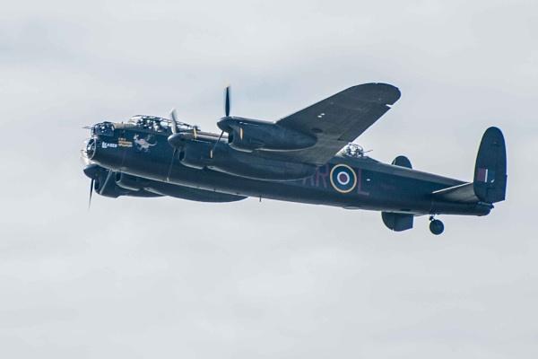 Lancaster Bomber by chensuriashi