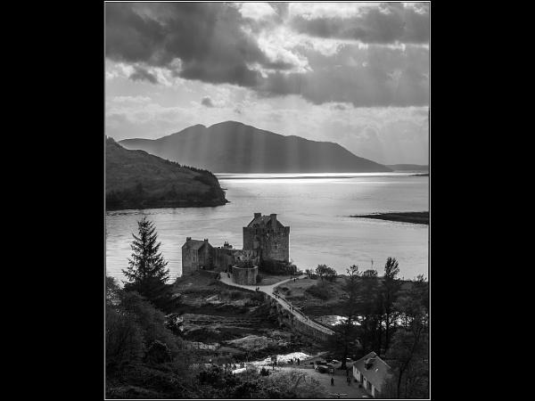 Eilean Donan by Otinkyad