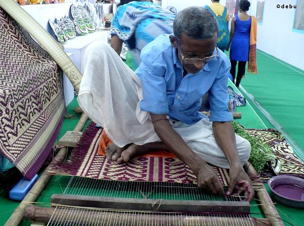 West Bengal rural artist weaving mat(madur) by debu