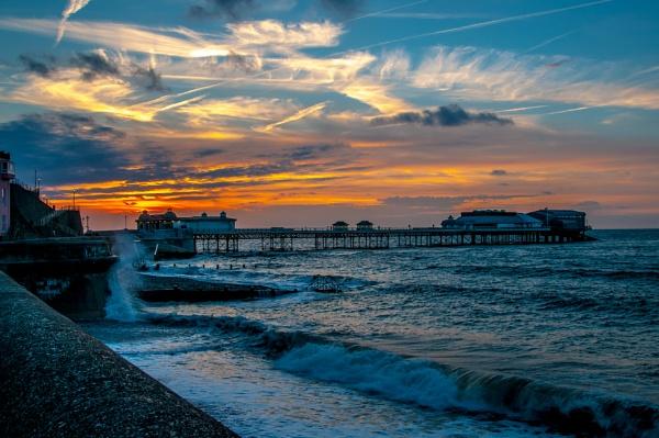 Cromer Pier by bobtl