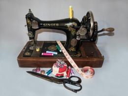 Hand Powered Sewing Machine