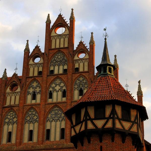 Teutonic Castle Malbork by papajedi