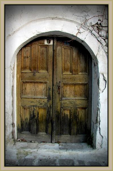 An  old  door by nklakor