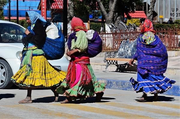 Tarahumara women by pedromontes