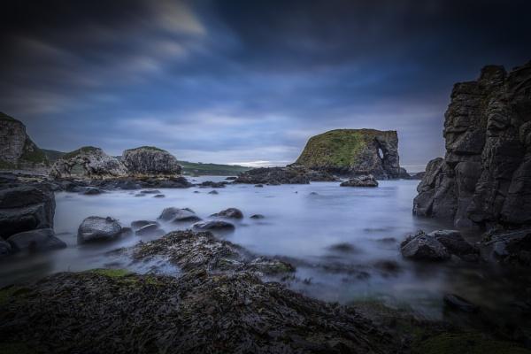 White rock sea stacks & arch by zwarder
