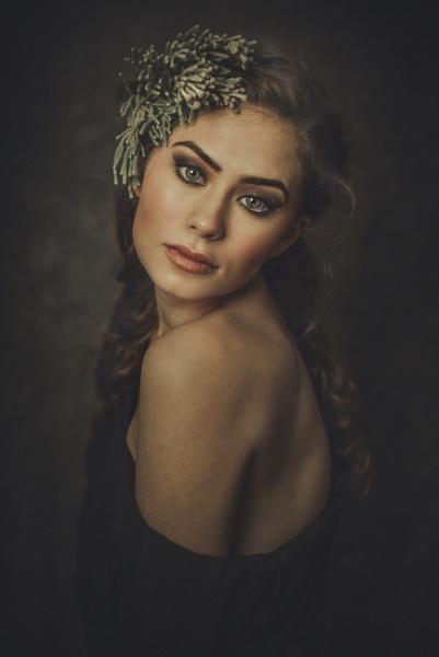 Ania by cristinavenedict