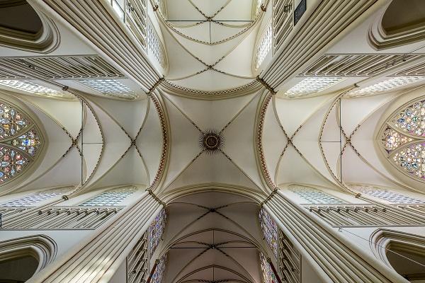 Looking up inside Sint-Salvatorskathedraal, Brugge by rburnage