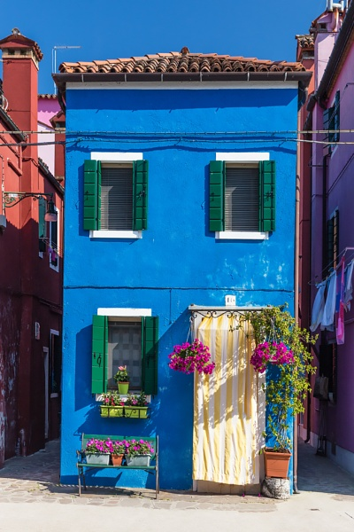 Another house on Burano by Les_Cornwell