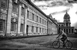 Photo : Cycling on a Saturday (mono)