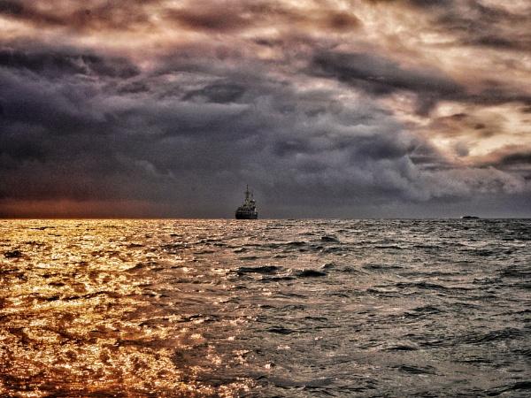 Racing the storm by Kurt42