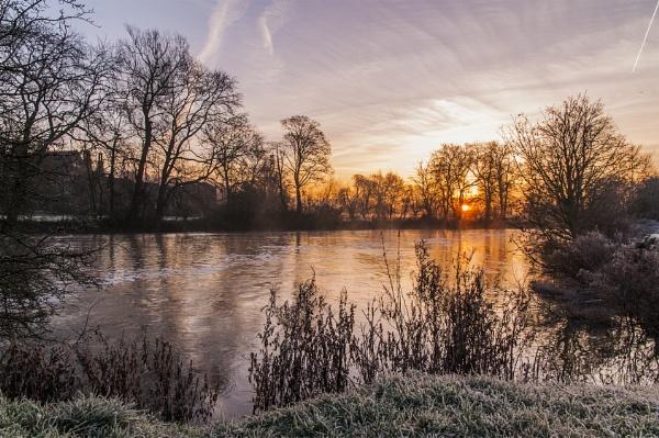 Dawn at Mapledsurham by jimhellier