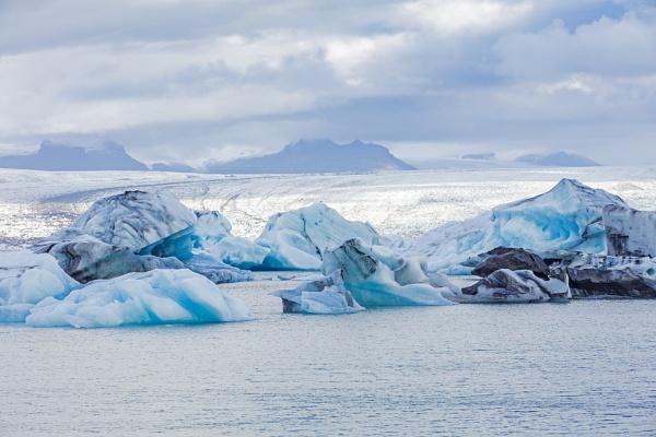 Icebergs in Jökulsárlón Iceberg Lagoon, Iceland by pdunstan_Greymoon