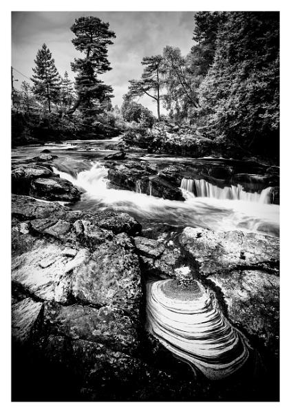 Falls of Dochart by Vambomarbleye