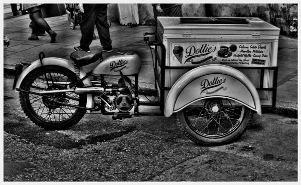 ICE-CREAM VENDOR. by kojack