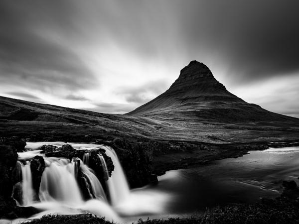 Kirkjufoss and Kirkjufell by DomskiW