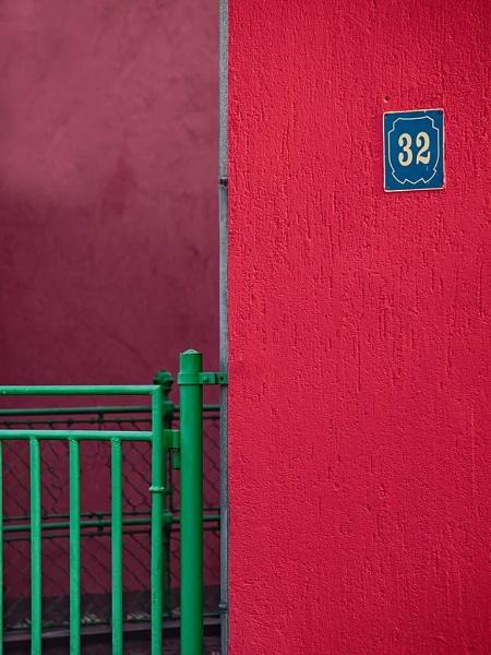 32 by LaoCe