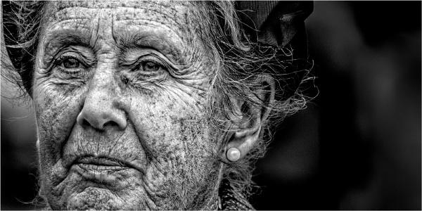 Aunt Maud by Dixxipix