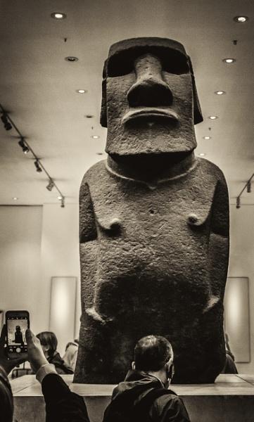 statue by mogobiker