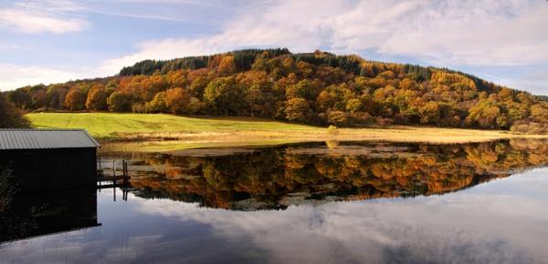 Autumn Loch Loskin by stokesy