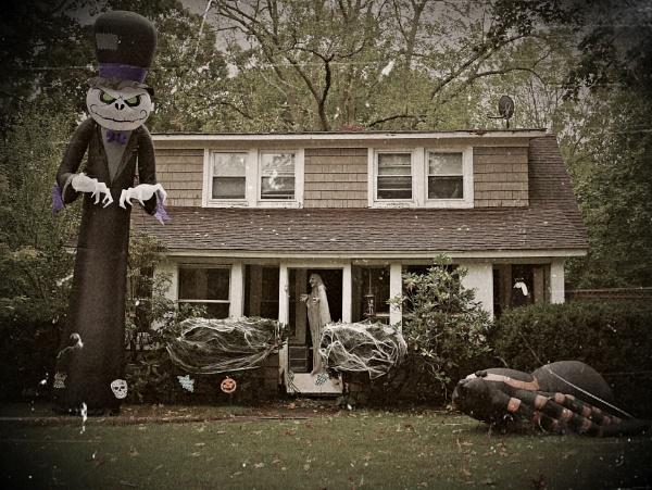 *** Spooky Halloween Display *** by Spkr51