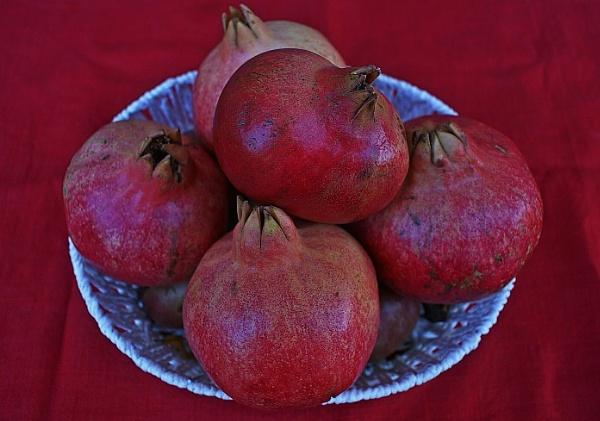 pomegranates by demi63