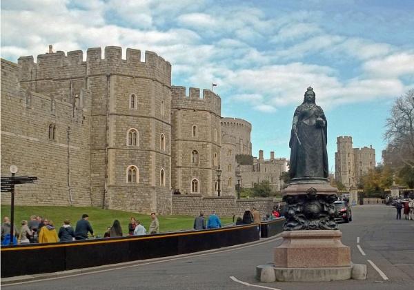 Queen Victoria\'s Statue by Hurstbourne