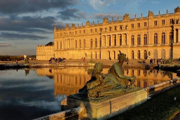 golden light on chateau de Versailles by jeakmalt
