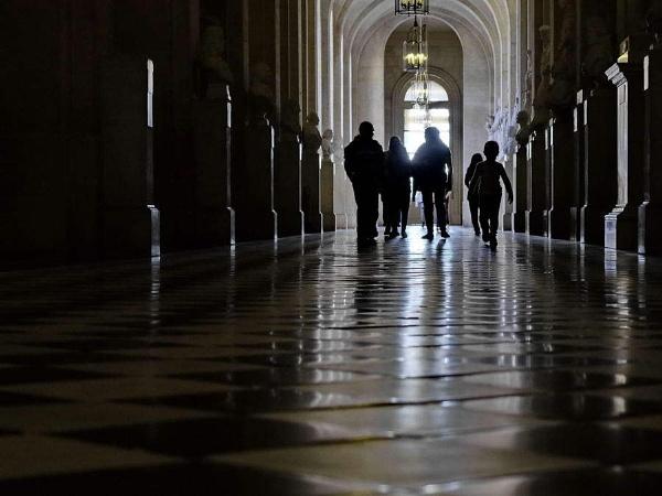 backlight in Versailles by jeakmalt