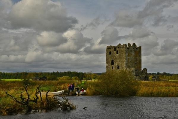 Threave Castle ruins by ANNDORASBOX
