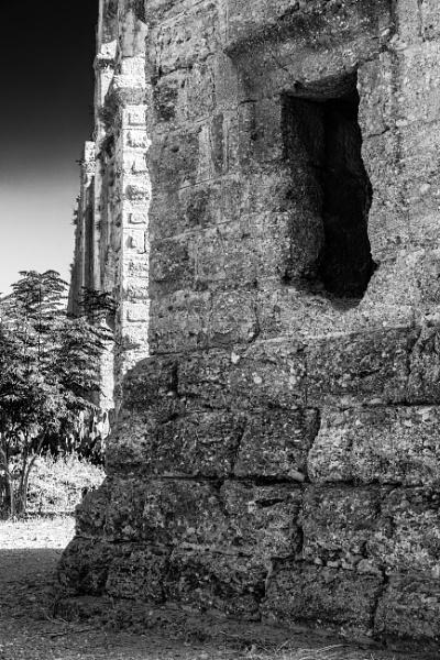 Ruins by rninov