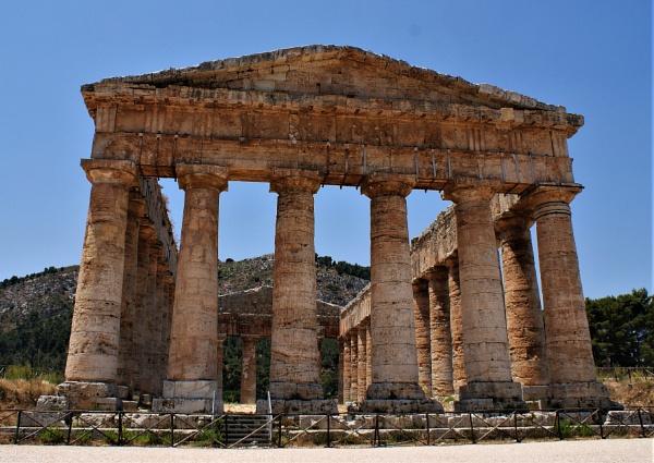Segesta temple by demi63