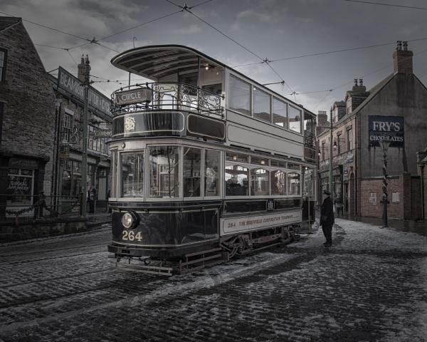 tram 264 by Gavin_Duxbury