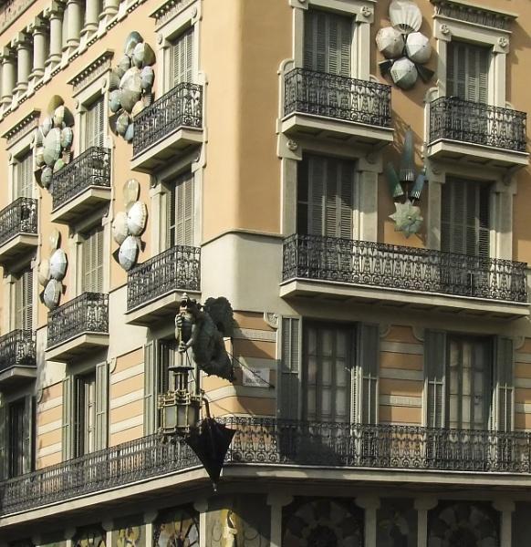 Casa Bruno Cuadros, Barcelona by AndyTheBee