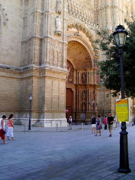 Front door by ddolfelin