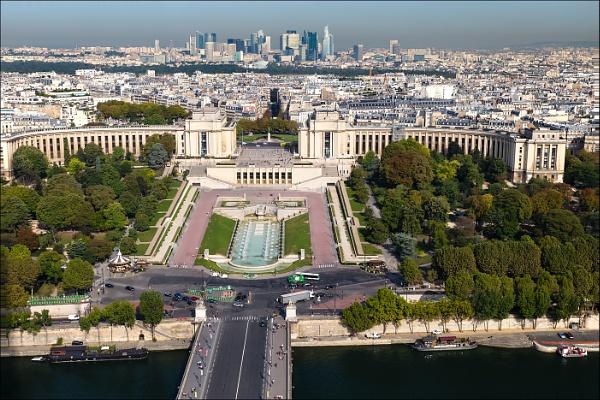 Place du Trocadero by Les_Cornwell
