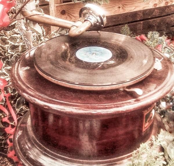 Gramophone by KrazyKA