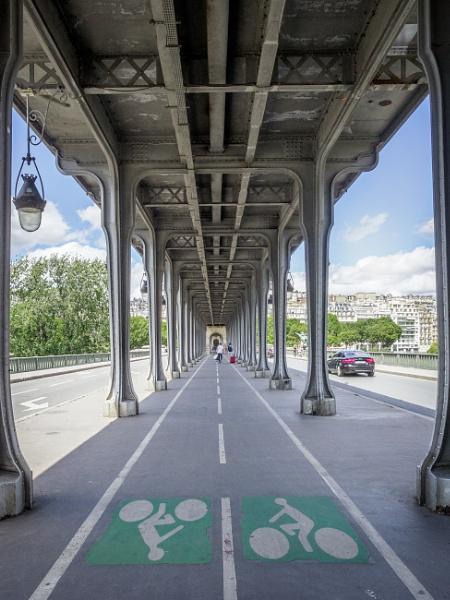 Pont de Bir-Hakeim by HelenHiggs