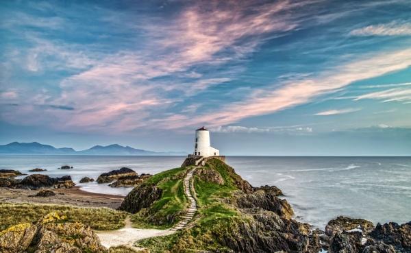 Llanddwyn Lighthouse by Pete2453