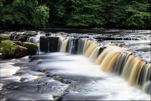 Aysgarth Falls by Les_Cornwell