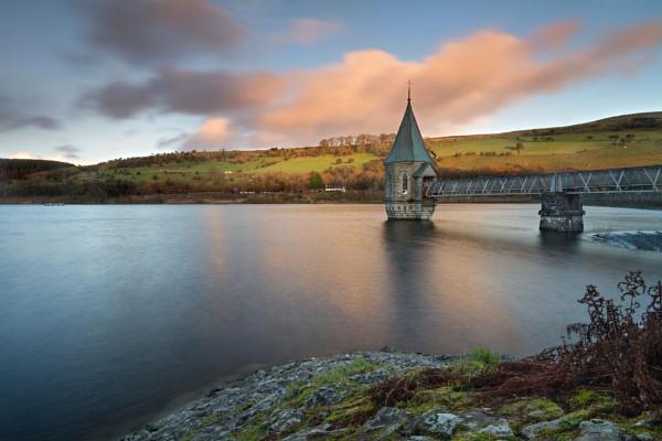 Pontiscill reservoir... by steve_eb