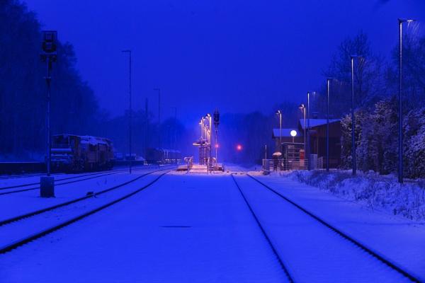 Bahnhof by DavidTravis