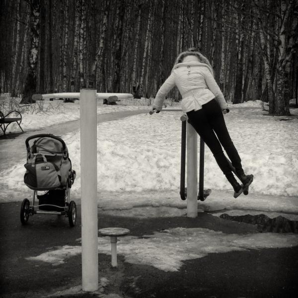 swinging mom by leo_nid
