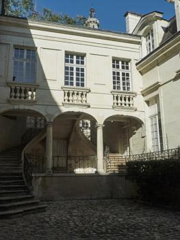 Chinon house
